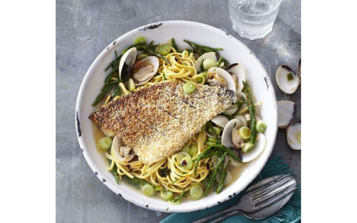Sesame-crusted fish fillet with pasta